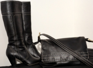 Liz Claiborne purse: note matching external stitching on boots