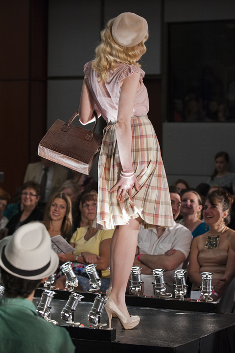 Fashion blogger Lauren Pfieffer's creation featuring girlie blouse, plaid circle skirt and '60s snakeskin purse (total cost $14) (Photo: Stephen Travarca)