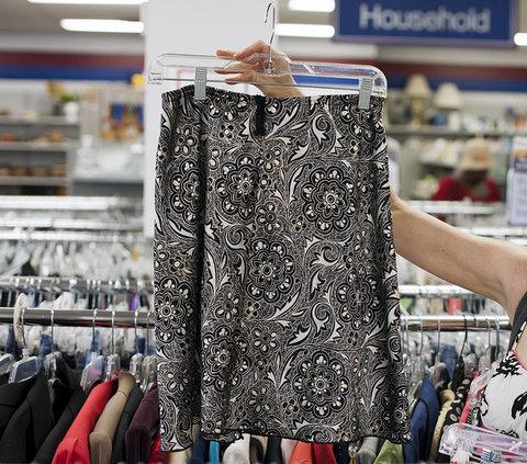 Black print skirt