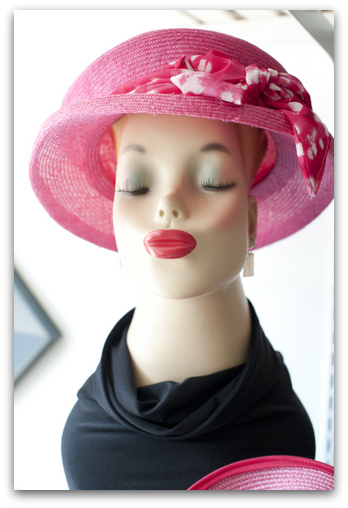 A straw topper in hot pink makes anyone kissable