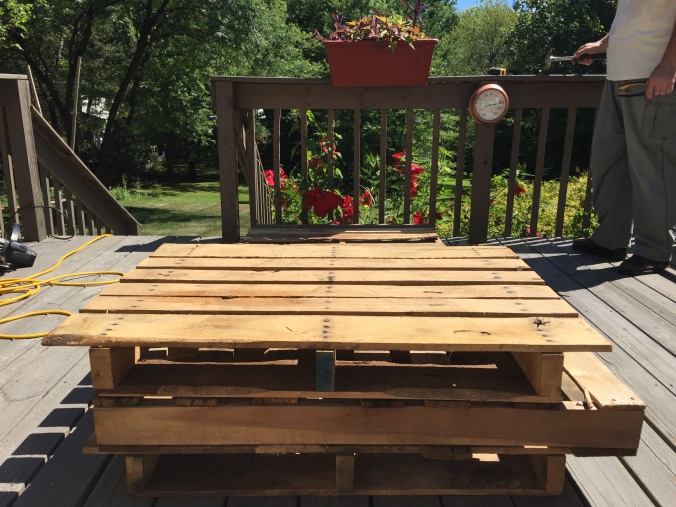 Abby & Elle DIY deck pallet furniture