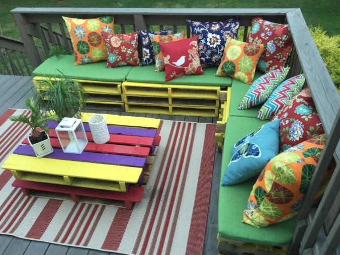 Abby & Elle DIY deck pallet furniture