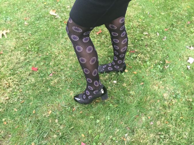 Elle in purple-patterned tights