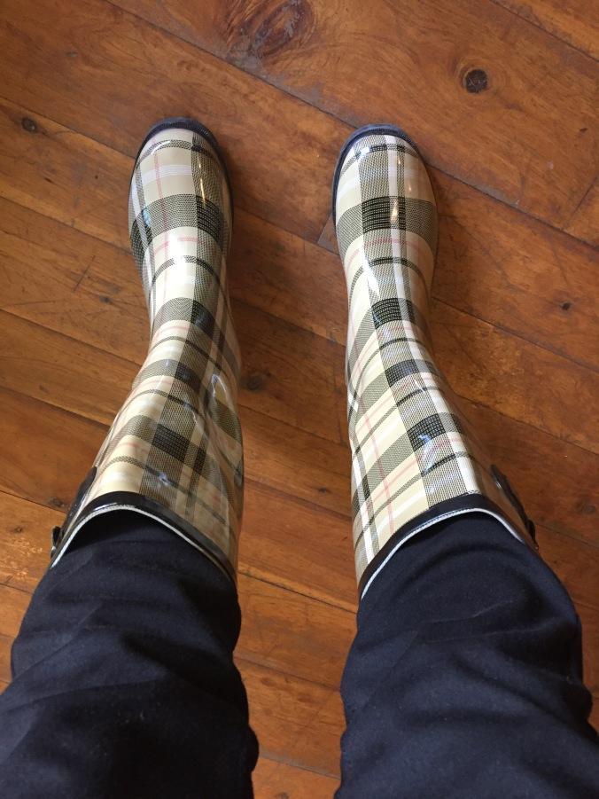 Elle wearing Henry Ferrera Dry Stone rain boots